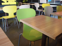 Wooden tables and chairs in a fastfood Royalty Free Stock Photos