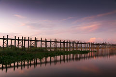 Wooden teak U Bein bridge glowing at sunset Stock Photography