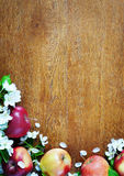 Wooden textured background with apple fruits and flowers Royalty Free Stock Photos