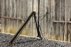 Wooden wall and chain lock Royalty Free Stock Photography