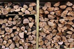Woodpile магазина журнала с прерванной древесиной огня Стоковое Изображение RF