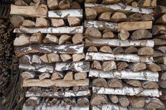 Woodpile de la madera de abedul Fotos de archivo