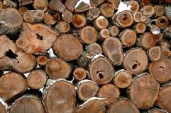 Woodpile in Sneeuw royalty-vrije stock afbeelding