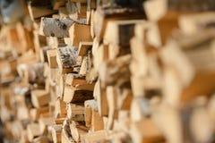 Woodpile w słońcu suchego drewna zdjęcie stock