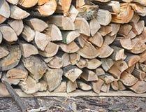Woodpileende von fest verpackten gehackten Klotz Stockfotografie