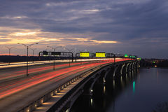 Woodrow Wilson桥梁晚上光线索 图库摄影