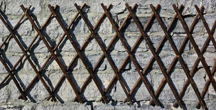 Woodstick-Zaun auf der Wand Lizenzfreie Stockfotografie