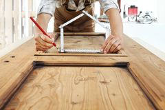 Free Woodwork Concept, Carpenter With The Meter Makes The Shape Of A Royalty Free Stock Image - 118034896