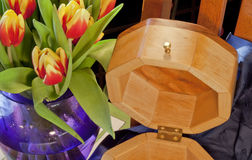 Woodworking fino e flores Imagens de Stock Royalty Free