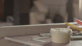 Woodworking materiały, lakier, rolownik, drewniana deska Rękodzielniczy meble zbiory wideo