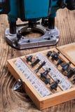 Woodworking narzędzia - roundover routera kawałki w drewnianym pudełku i plun Zdjęcia Royalty Free