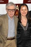Woody Allen, Bald-Yi Previn kommt in an   stockbilder