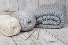 Wool yarn and knitted blanket Royalty Free Stock Photography