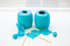Woolen ball made of thread and knitting needles Royalty Free Stock Photos