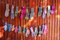woolen färgrika sockor Arkivbild