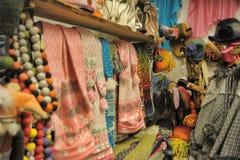 Woolen Hüte für Verkauf lizenzfreie stockfotografie