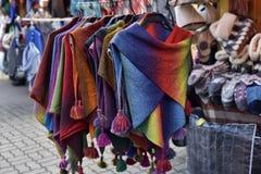 Woolen handgestrickte Kleidung in Tallinn Stockbild