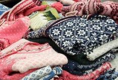 Woolen Strickjacken für Verkauf Stockfotos
