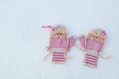 Woolen trykotowe rękawiczki na śniegu Zdjęcia Stock