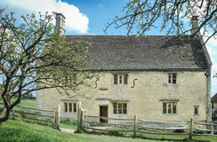 Woolsthorpe. Manor (home of Isaac Newton) and the place where he first conceived his theory of gravity after watching an apple fall from a tree in his garden Stock Photos