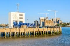 Woolwichveerboot in Oost-Londen stock afbeeldingen