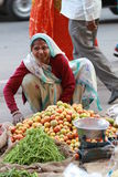 wooman sprzedawań warzywa Obraz Royalty Free