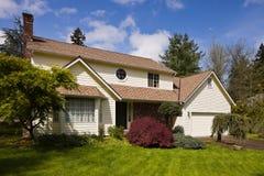 Woon huis in suburbia. Royalty-vrije Stock Afbeelding