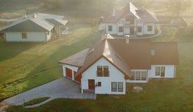 Woon huizen in voorsteden  Royalty-vrije Stock Afbeeldingen