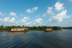 Woonboten op de binnenwateren van Kerala Royalty-vrije Stock Afbeeldingen