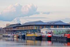 Woonboten voor de oude vissenmarkt, Muide-buurt, Gent Stock Fotografie