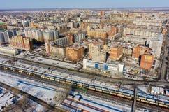 Woondistrict dichtbij spoorweg Tyumen Rusland Stock Afbeelding