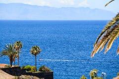 Woonflats van Los Gigantes, Tenerife, Spanje Het Eiland van La Gomera Royalty-vrije Stock Afbeelding