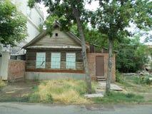 Woonhuis van Russische steden Astrakan, Rusland Juli 2019 royalty-vrije stock fotografie