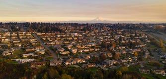 Woonhuizen de Noord- van Tacoma op Helling zetten Regenachtiger op royalty-vrije stock afbeelding
