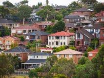Woonhuizen in de voorstad van Melbourne ` s Mooneevallei, VIC Australia royalty-vrije stock foto