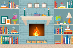 Woonkamer met boekenrekken, open haard Stock Afbeelding