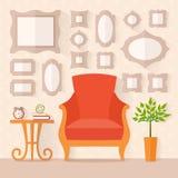 Woonkamer met meubilair en schilderijen Stock Foto's