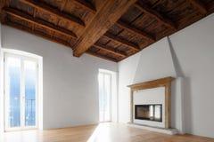 Woonkamer met vensters die het meer overzien fireplace stock afbeeldingen
