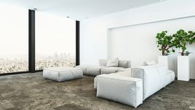 Woonkamer van de pluche de witte penthouse met stadsmening stock foto