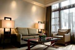 Woonkamer van een reeks van het luxe vijfsterrenhotel stock foto's