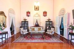 Woonkamer van huis door koloniale stijl, Thailand Stock Afbeelding