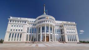 Woonplaats van de President van de Republiek Kazachstan Ak Orda timelapse hyperlapse in Astana, Kazachstan stock video
