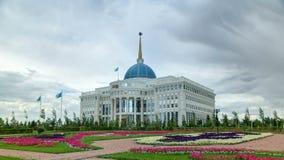 Woonplaats van de President van de Republiek Kazachstan Ak Orda timelapse hyperlapse in Astana, Kazachstan stock footage