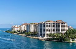 Woonplaatsen bij bouw van de waterkant van het Visserseiland de Moderne, Zuidelijk Miami, stock afbeelding
