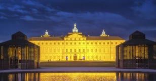 Woonplaatskasteel in Rastatt, Duitsland bij nacht royalty-vrije stock afbeeldingen