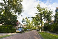 Woonwijk, Residential area. Straat in woonwijk met geparkeerde auto's; Street in residential area with parked cars royalty free stock images