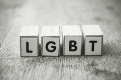woord op houten kubus op houten bureauconcept als achtergrond - LGBT stock foto