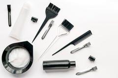 Woorking skrivbord för frisör med hjälpmedel på bästa sikt för vit bakgrund Royaltyfri Foto