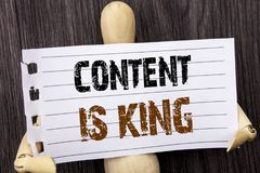 Word, écriture, contenu des textes est roi Gestion conceptuelle de l'information de marketing en ligne de photo avec le CMS ou le Photos stock
