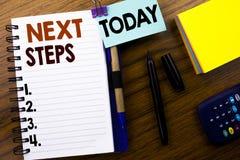 Word, écrivant de prochaines étapes Concept d'affaires pour futur Golas et cible écrite sur le papier de note de livre sur le fon Photographie stock libre de droits